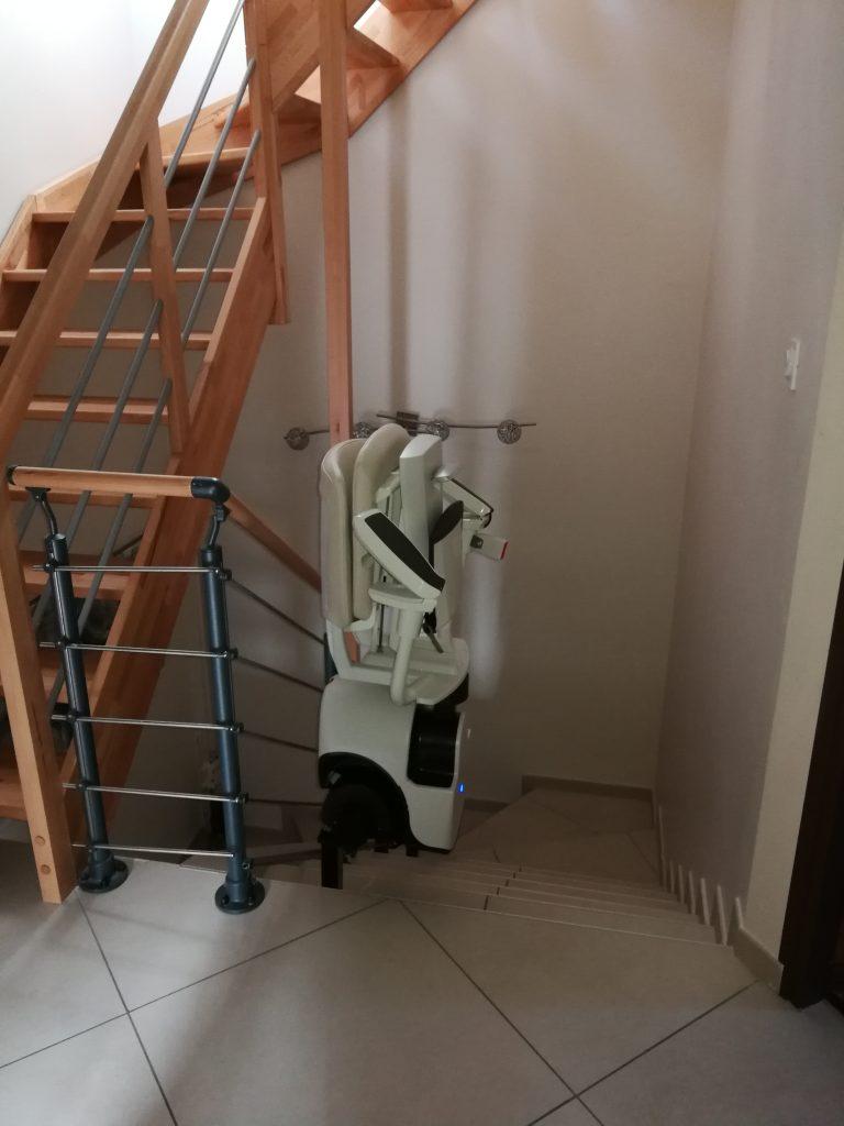 siège monte escalier courbe Flow2 A replié installée dans l'Ain (01) en octobre 2018