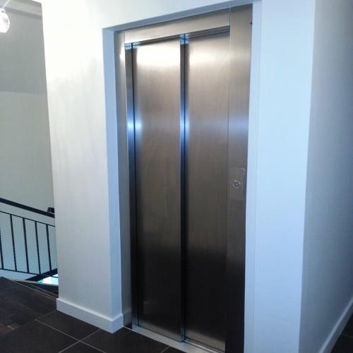 Raloe – Ascenseur intérieur dans gaine maçonnée