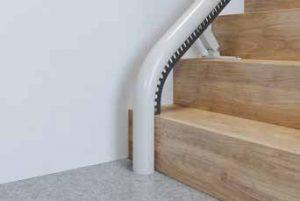 Monte-escalier tournant départ vertical court